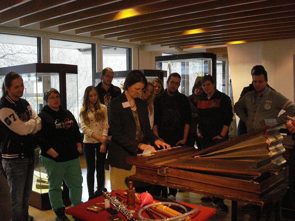 Bersuch_im_Instrumentenmuseum_1JPG.jpg